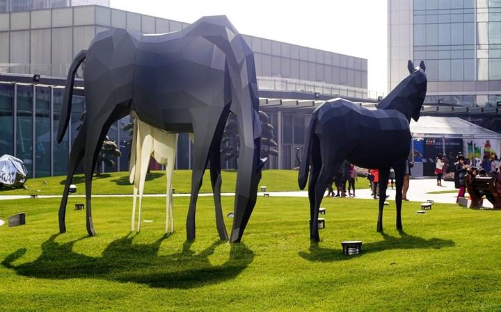 艺术ifs,成都国际金融中心户外广场雕塑